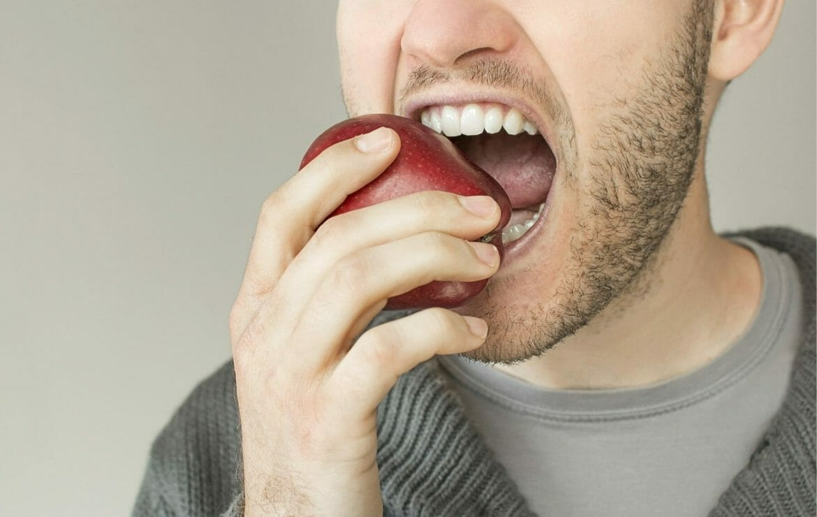 Which is Better: Dentures or Dental Implants?